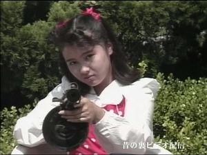 【無修正】小柄な身体でハードなセックスをしてくれます。セーラー服と機関○らしい設定ですが、あっという間に銃を奪われ次々と肉棒をブチ込まれてしまいます。